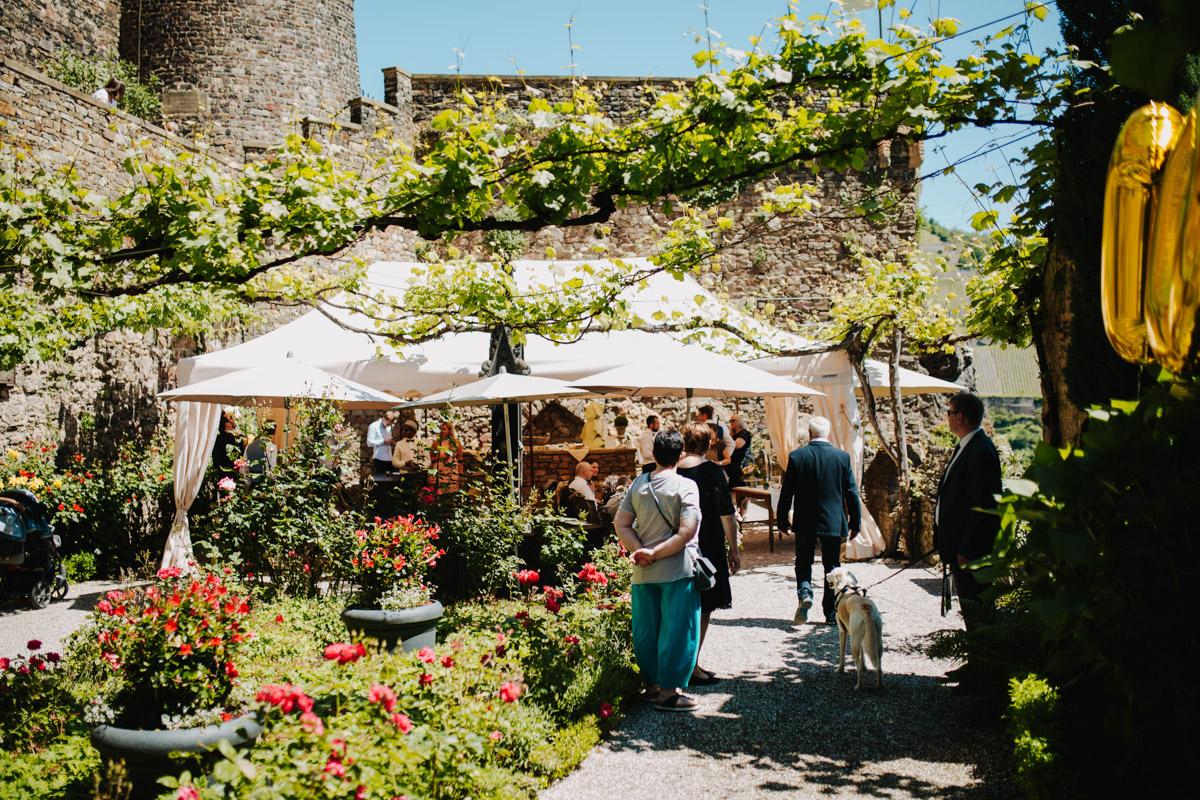 Innenhof Burg Rheinstein Feier